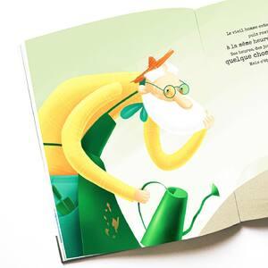 🍀«Des heures, des jours, puis des semaines passèrent jusqu'à ce que quelque chose pointe enfin le bout de son nez.» ✨ 🌱 Le Jardinier des Rêves, une histoire poétique sur l'amour de l'écriture 📖 . . . . . . . . . #jardinier #jardin #garder #sassi #sassijunior #livrejeunesse #album #illustré #amour #lecture #jeunesse #livre