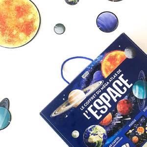 Le Méga 💪 Atlas de l'Espace est disponible ! ✨ . Un puzzle 🧩 géant de 500 pièces, un Atlas 📖 de 64 pages, 40 cartes de questions ❓et le Système Solaire 🪐 en silhouettes 🤩 . .  Voyage à travers l'Espace avec SASSI ! ✨  . . . #livrejeunesse #atlas #mega #puzzle #espace #space #sassi #sassijunior #apprends #decouvre #voyage #solar #systeme #solaire #silhouettes #question #reponse