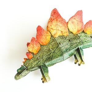 Découvre le Stégosaure au livre 📖 rempli d'informations et de curiosités, et construis ta maquette en 3D du stégosaure 🤩 . . . #stegosaurus #stegosaur #dino #dinosaure #histoire #livre #jeunesse #sassi #junior #sassijunior